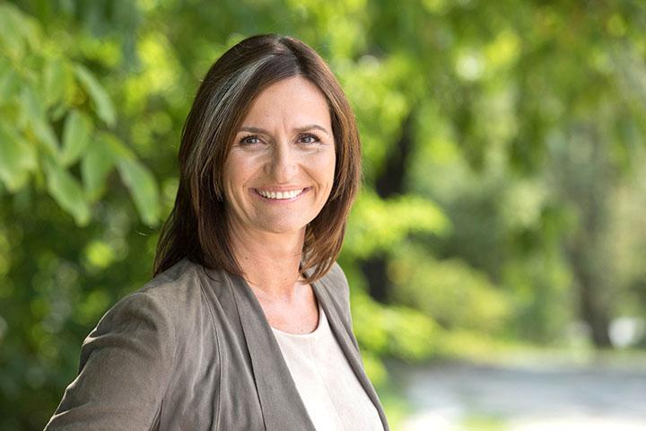 Dir. Maria Sauer