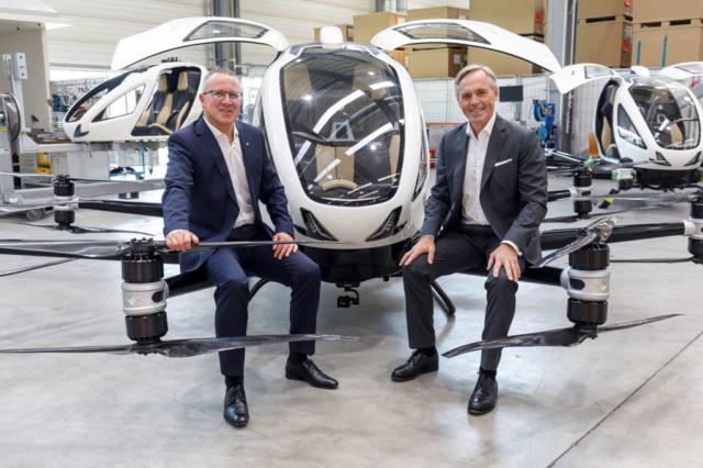 Robert Machtlinger (FACC) und Hartmut Staltner (Bank Austria)